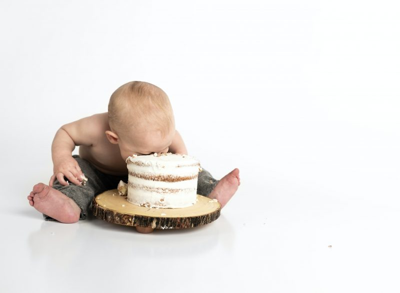 Kind im Kuchen